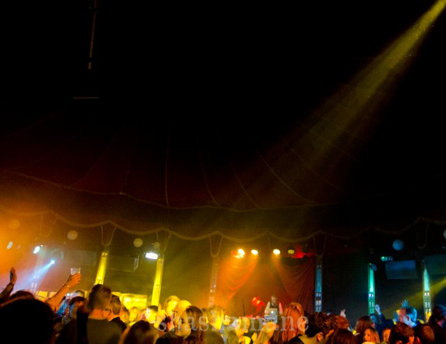 drink 'n' jive, packed spiegeltent dancefloor