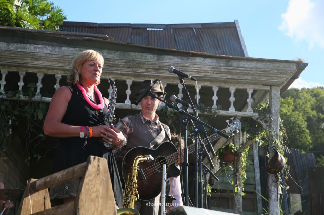the vagaband on the swamp shack stage