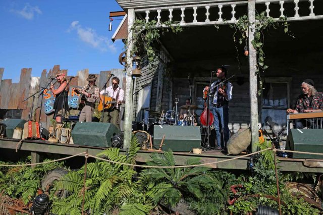 the vagaband at the swamp shack stage