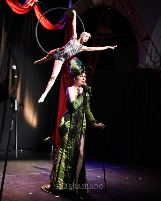 Lili la Scala and Daisy Black