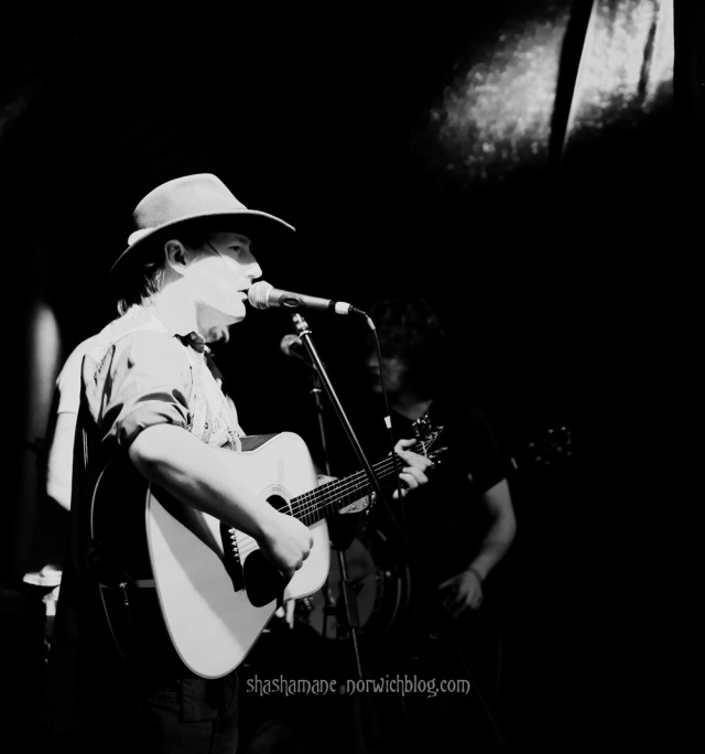 harlequin, feral mouth