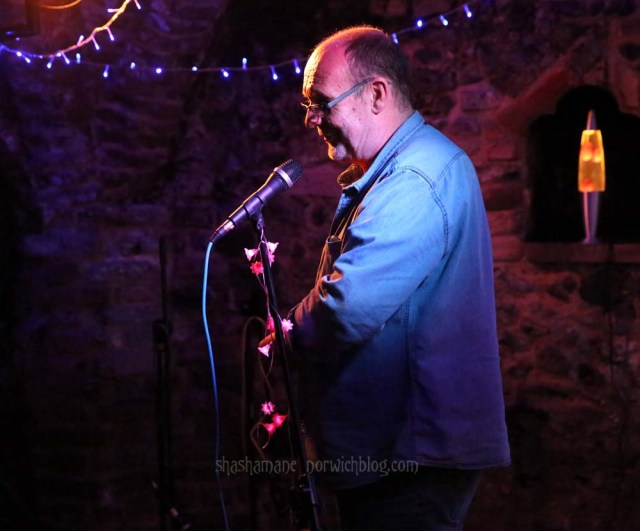 Steve, thanking everyone at the conclusion of the Oxjam Acoustic stage (c) shashamane