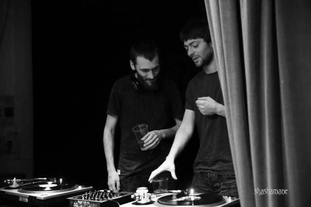 Mammal Hands at the decks in the NAC Bar (c) shashamane 2015