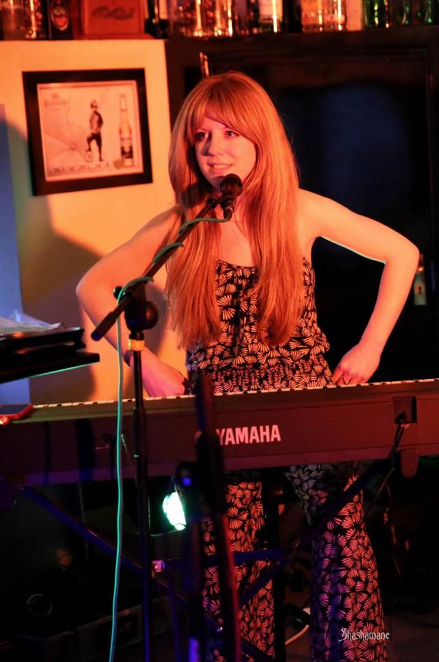 Cara Winter ... airing her 'pits at balmy Bedfords :) (c) shashamane 2015