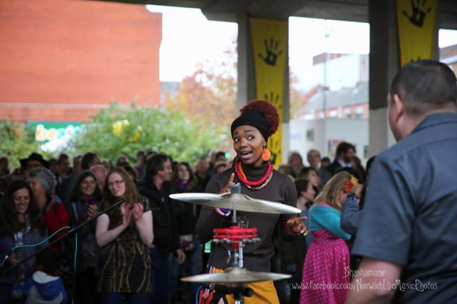 Anna Mudeka Band (c) shashamane 2015